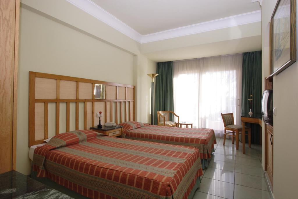 Standard Single Room With Pool or Seaside View - Guestroom