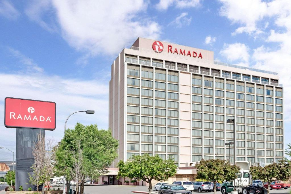 Ramada Reno Hotel & Casino photo