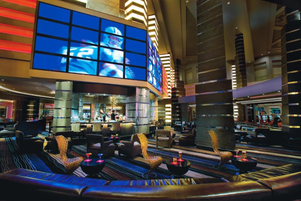 Book Now Planet Hollywood Resort And Casino (Las Vegas, United States). Rooms Available for all budgets. Located on the Las Vegas Strip this modern hotel and casino features a full-service spa and 9 on-site restaurants. The Miracle Mile Shops with over 170 upscale stores 15 resta