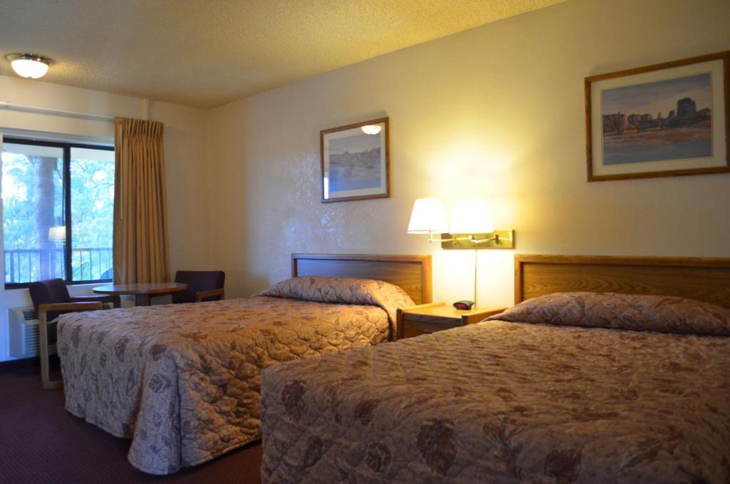 Book Now Super 8 Tempe/Asu/Airport (Tempe, United States). Rooms Available for all budgets. The pet-friendly Super 8 Tempe/ASU/Airport provides our guests with free Wi-Fi breakfast and parking plus a heated outdoor pool and a location close to area attractions. This