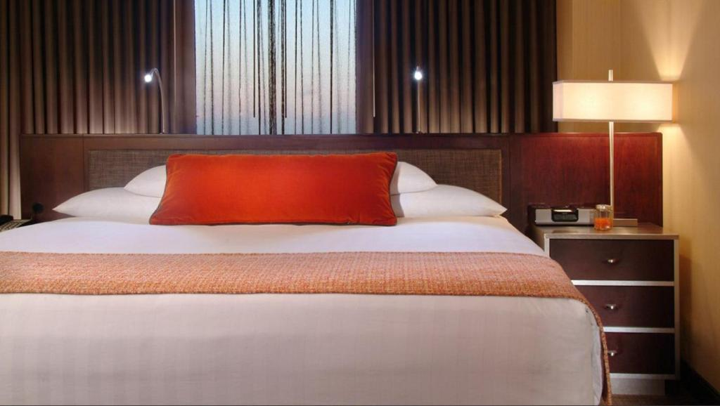 Book Now Hyatt Regency Chicago (Chicago, United States). Rooms Available for all budgets. A great location near Chicago's Magnificent Mile sets the scene for four impressive restaurants two lounges and plush rooms at the Hyatt Regency Chicago. The high-rise Hyatt R