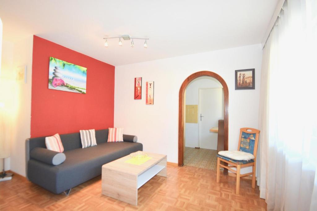LOW BUDGET Apartment Areit Lozano