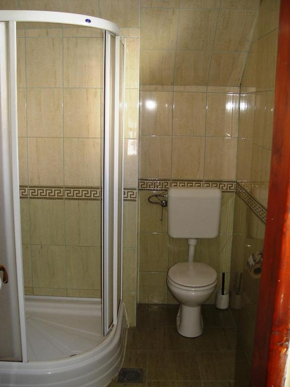 Double Room with Shared Bathroom - Shower