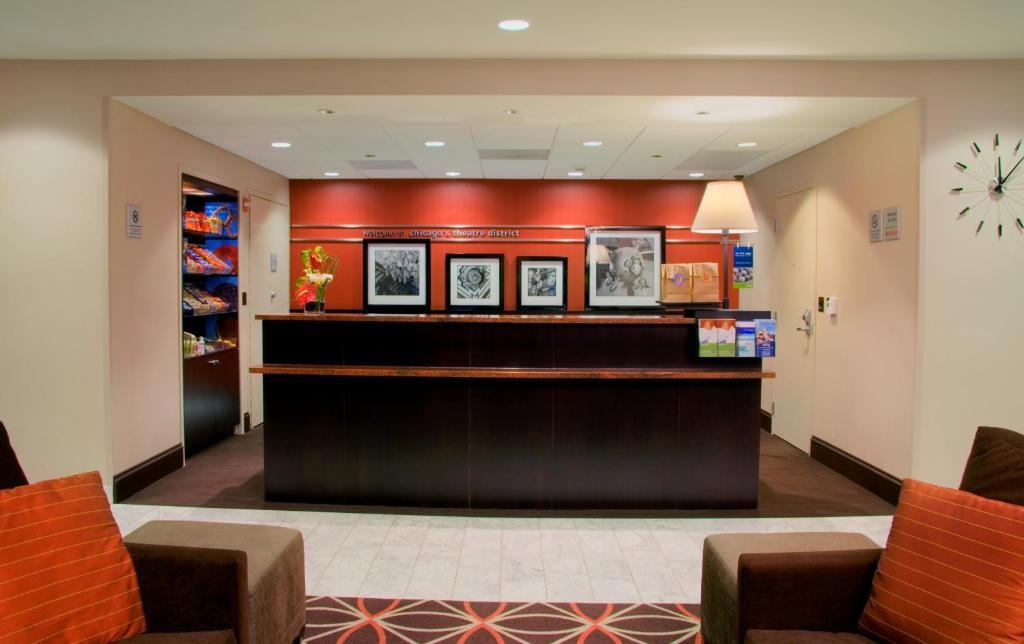 Book Now Hampton Inn Majestic Chicago (Chicago, United States). Rooms Available for all budgets. Wi-Fi and breakfast are included when you stay in the non-smoking Hampton Inn Majestic set in an historic building in the Theater District. The 135 rooms are housed in a gorge