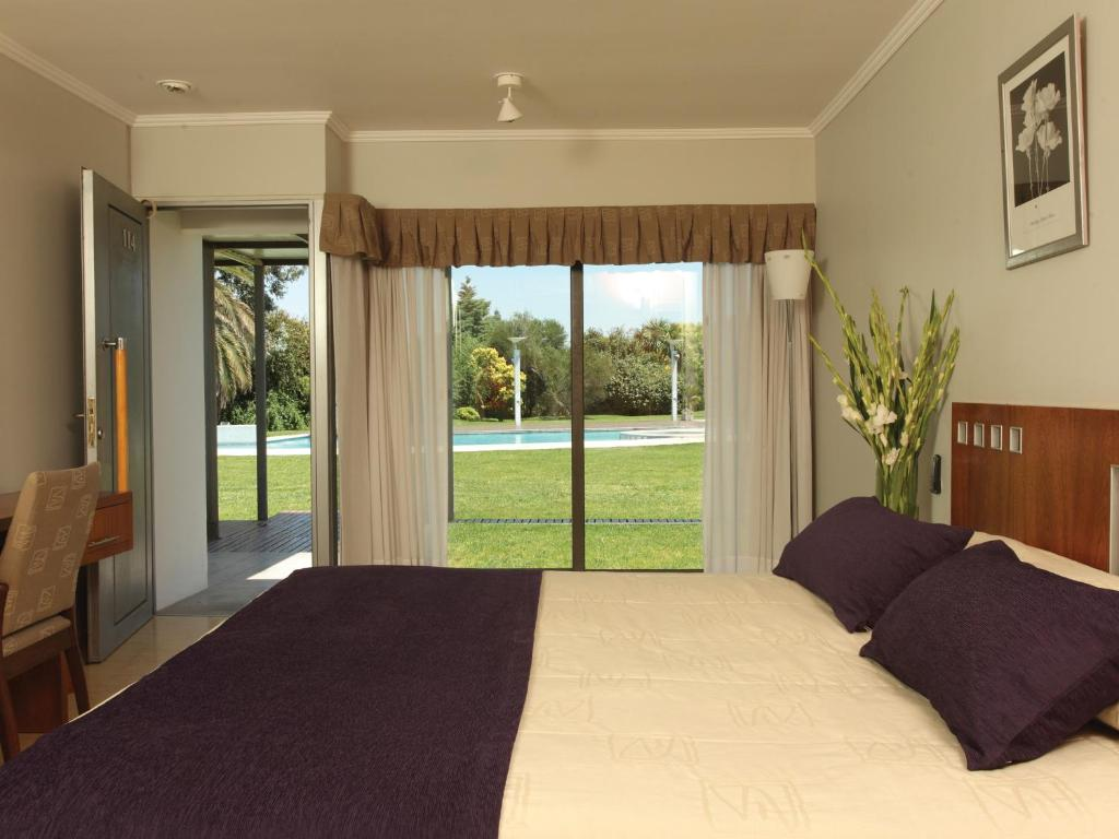 Classic Double or Twin Room with Garden View - Guestroom Hotel Camberland