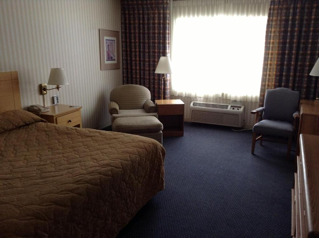 Book Now Royal Garden Inn (Salt Lake City, United States). Rooms Available for all budgets. With a primo downtown location free Wi-Fi and a free airport shuttle the wallet-friendly Royal Garden Inn is quite a deal. With one of the largest outdoor pools in the area th