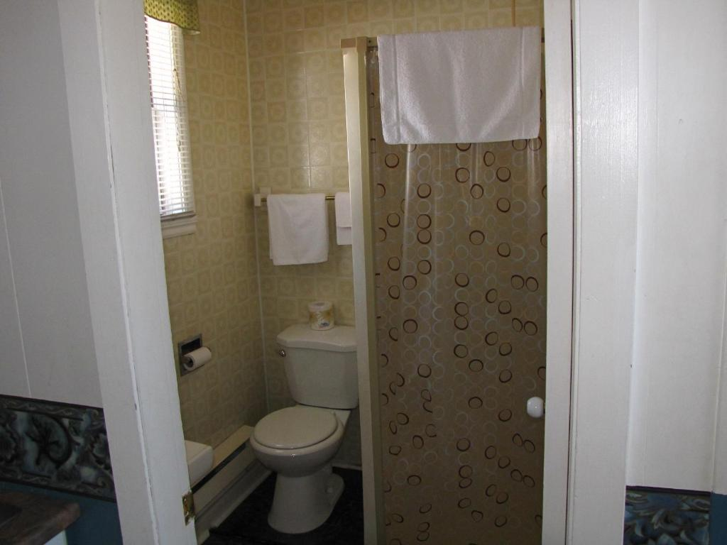 Book Now Motel & Chalets Waterloo (Waterloo, Canada). Rooms Available for all budgets. Located on Route 112 this hotel is just a 3-minute drive from both Highway 10 and downtown Waterloo. It features an on-site convenience store and free Wi-Fi access.A microwave