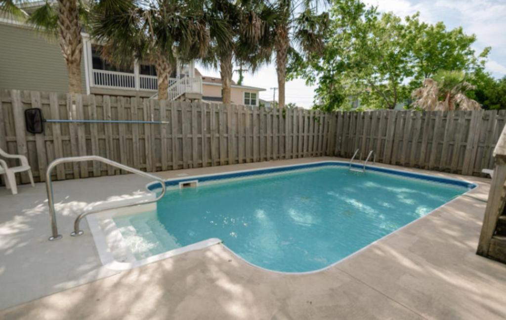 Swimming pool Bermuda Breeze C Holiday Home