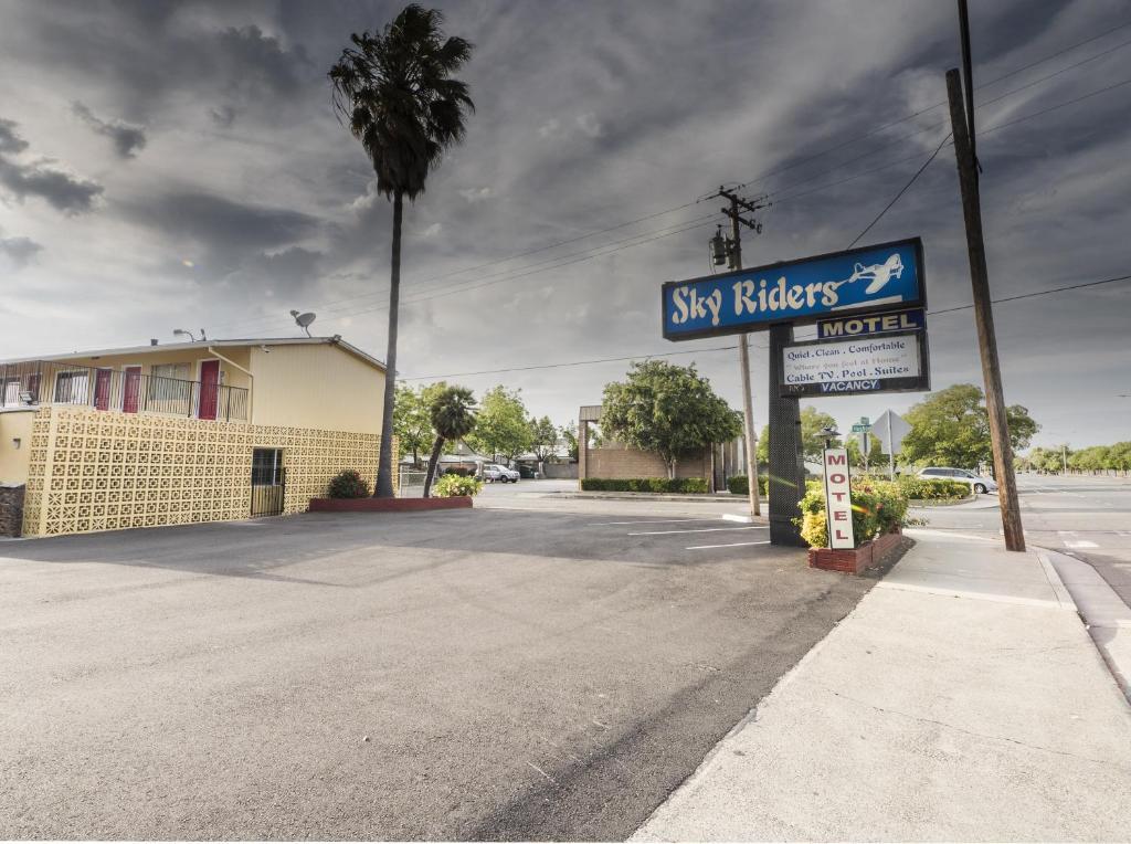 Sky Riders Motel photo