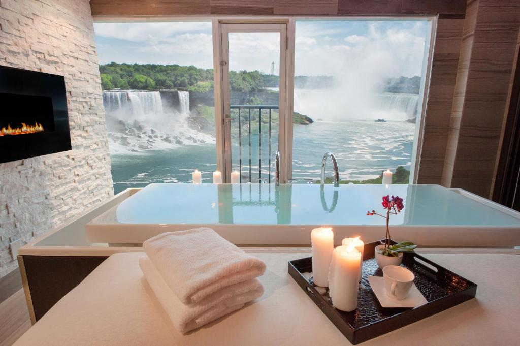 Book Now Sheraton on the Falls Hotel (Niagara Falls, Canada). Rooms Available for all budgets. Plush beds two pools on-site dining and a location overlooking Niagara Falls that's also next to a waterpark are welcome amenities for our guests at the non-smoking Sheraton o