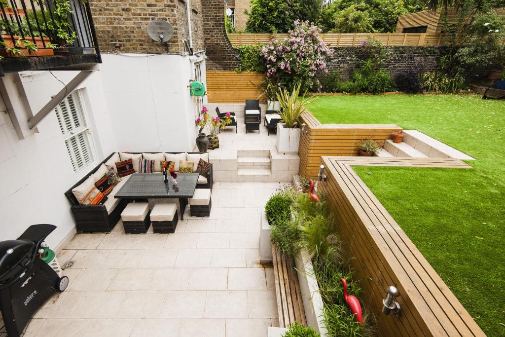 כניסה Beautiful Battersea Home by Clapham Junction