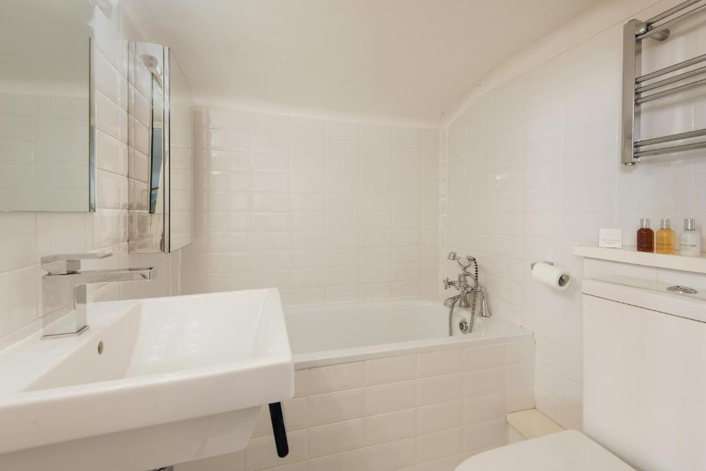 צפו בכל 6 התמונות Beautiful Battersea Home by Clapham Junction