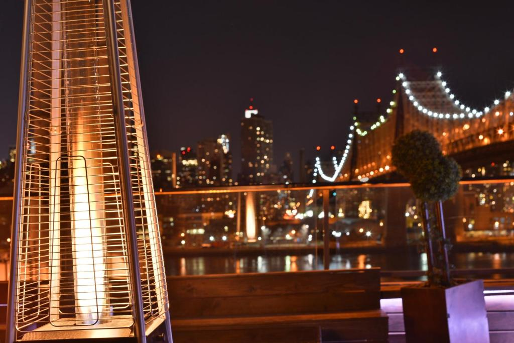 Book Now Ravel Hotel (Long Island City, United States). Rooms Available for all budgets. A free area shuttle great views of the Manhattan skyline from a rooftop lounge and plush snuggly beds are what our guests point to when asked about the Ravel Hotel in the oute