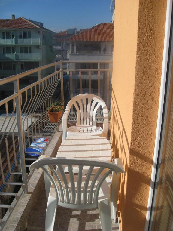 Twin Room with Balcony Dea Guest Rooms