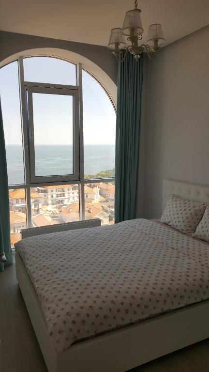 Brand new apartment with direct sea view