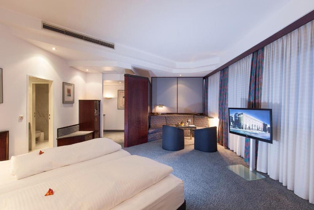 TOP Messehotel Europe in Stuttgart - Room Deals, Photos