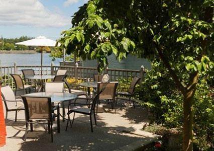 Book Now Econo Lodge Inn & Suites (Victoria, Canada). Rooms Available for all budgets. Guests enjoy perks such as free Wi-Fi and complimentary daily breakfast but the waterfront location is the favorite amenity at the Econo Lodge & Suites in Victoria. The two-st