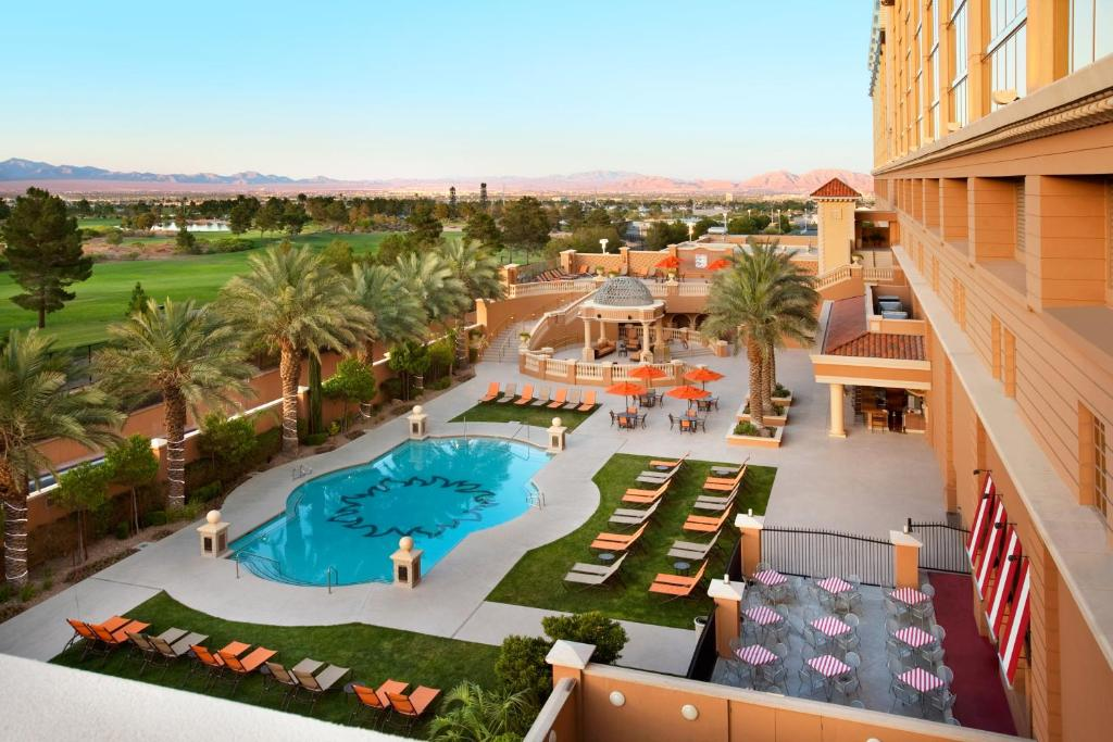 Book Now Suncoast Hotel And Casino (Las Vegas, United States). Rooms Available for all budgets. With sprawling views of the surrounding desert landscape acres of world-class golf and free parking and shuttle service Suncoast Hotel and Casino is the perfect place to enjoy