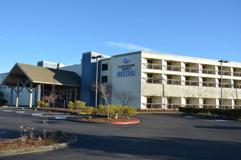 Book Now Best Western Plus Silverdale Beach Hotel (Silverdale, United States). Rooms Available for all budgets. A waterfront location on-site eateries and an indoor pool and hot tub please our guests at the Best Western Plus Silverdale Beach Hotel while affordable prices give them even