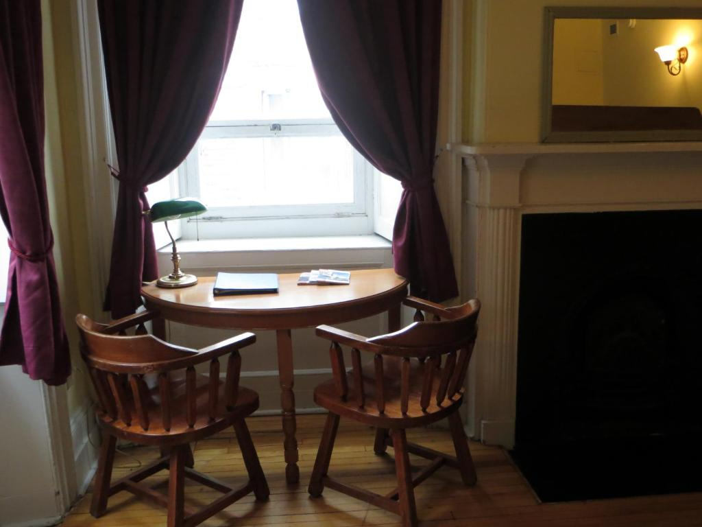 Book Now Auberge Internationale de Quebec (Quebec City, Canada). Rooms Available for all budgets. Centrally located in Old Quebec City this hostel is less than 9 minutes' walk from Citadelle of Quebec. It features an on-site café bistro and offers free WiFi.At Auberge I