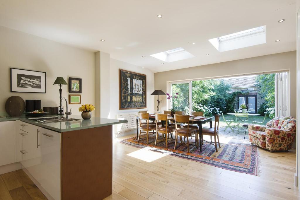 Exquisite East Acton Home close to Shepherds Bush