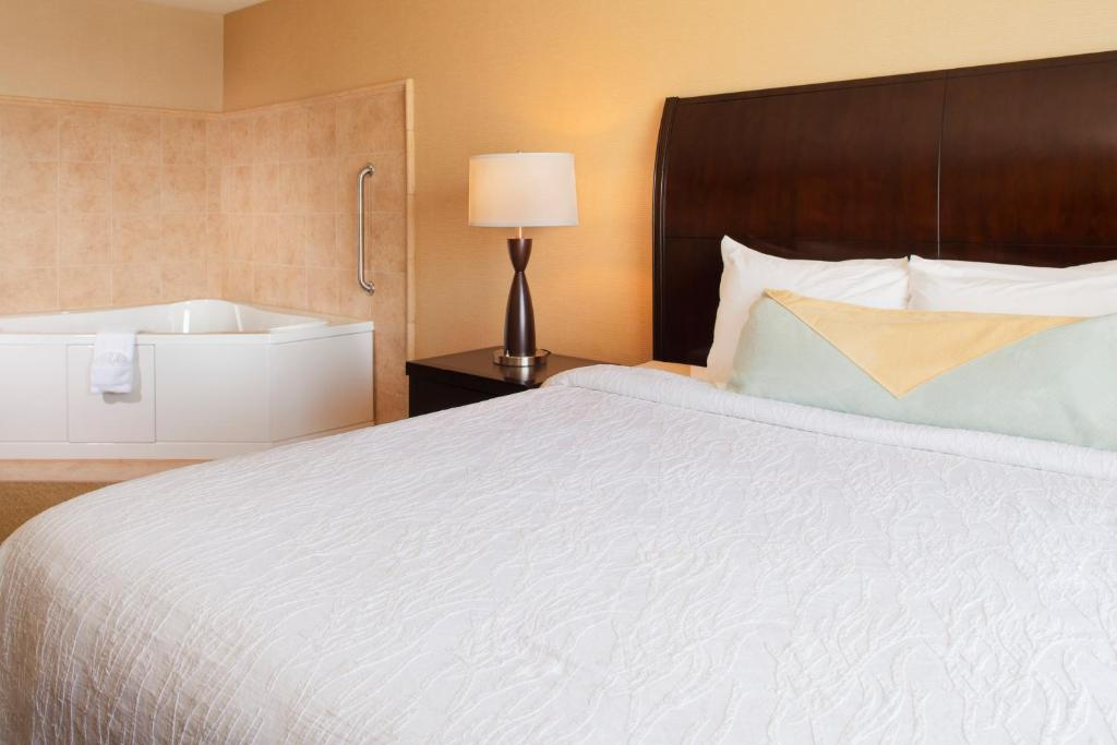 council bluffs chat rooms Stay in our beautifully appointed iowa hotel rooms ameristar casino and hotel in council bluffs iowa book today for exceptional rates.