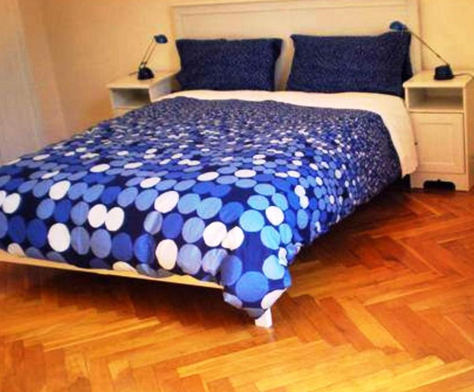Double Room with Shared Bathroom - Guestroom B&B Bologna Old Town and Guest House
