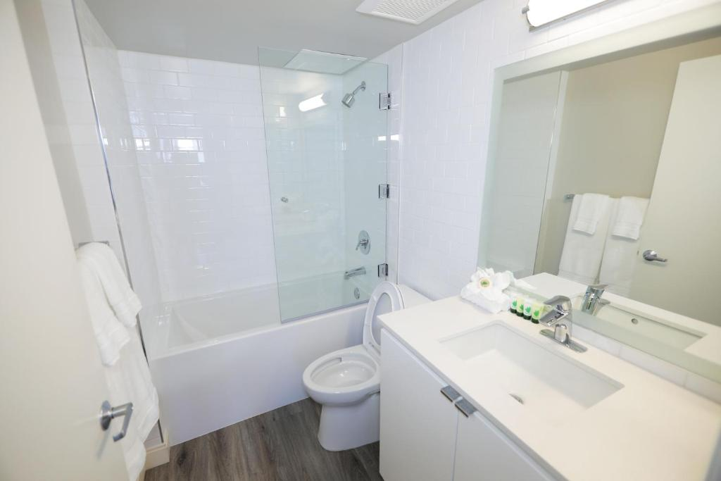 Bathroom Panoramic View Suites
