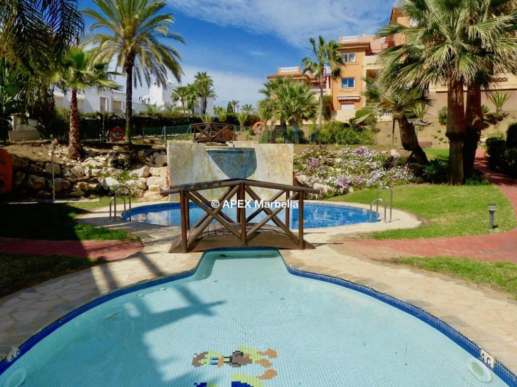 בריכת שחיה La Reserva de Marbella wonderful 2 bedroom apartment