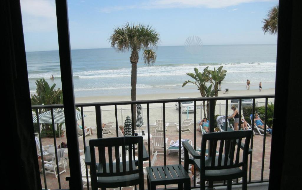 Book Now Days Inn On The Beach South/Tropical Seas (Daytona Beach, United States). Rooms Available for all budgets. Private balconies that boast ocean views an outdoor pool and hot tub are a few of the standout amenities at the beachfront Days Inn On The Beach South/Tropical Seas. The 76 ro