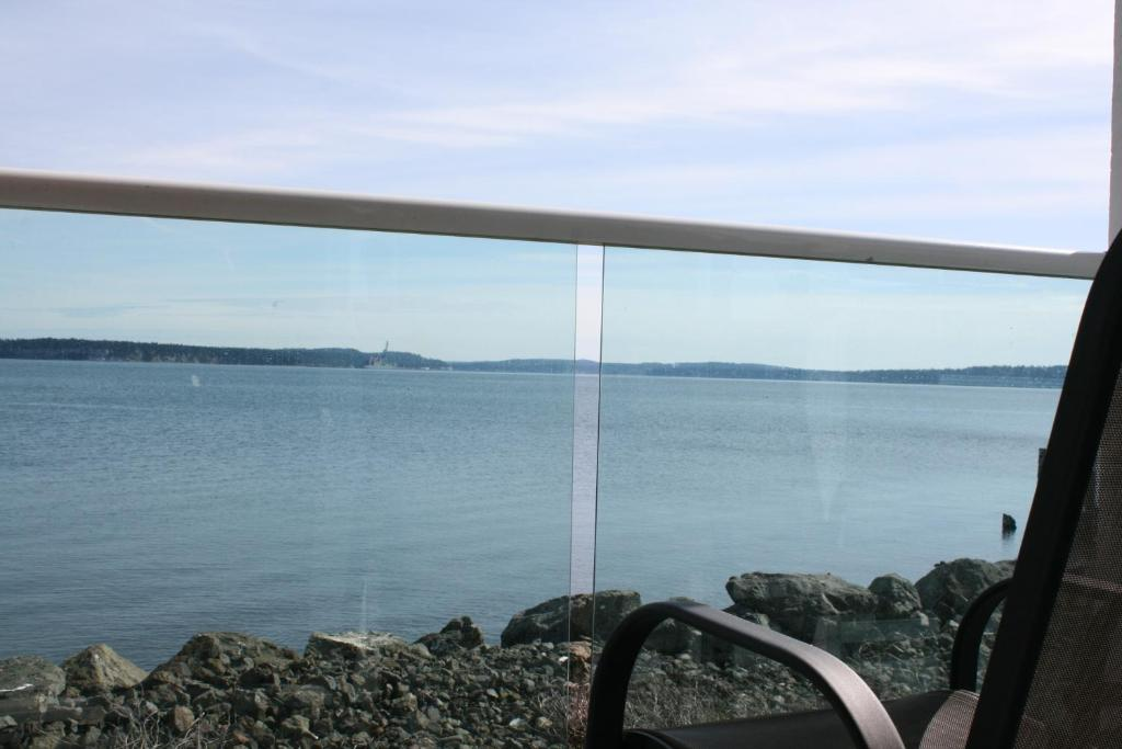 Book Now Tides Inn (Port Townsend, United States). Rooms Available for all budgets. Located on the beach this hotel is 5 minutes' walk from shopping dining and the Ferry Terminal in Port Townsend. Free Wi-Fi and free breakfast is offered in all rooms. All roo