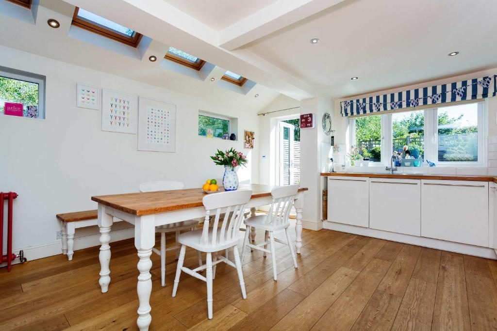 Veeve - Vintage-style Charm in South West London