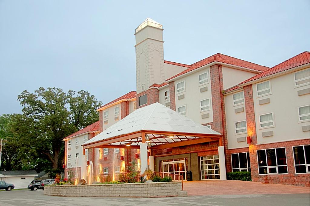 Best Western Plus Sandusky Hotel And Suites