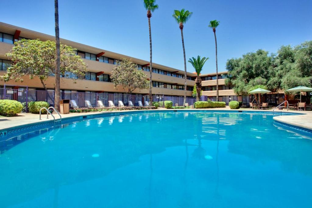 Book Now Radisson Hotel Tucson Airport (Tucson, United States). Rooms Available for all budgets. Our convenient location and long list of amenities has made Holiday Inn Palo Verde the preferred location for the Airport/South Tucson area. We're only minutes from Tucson Int