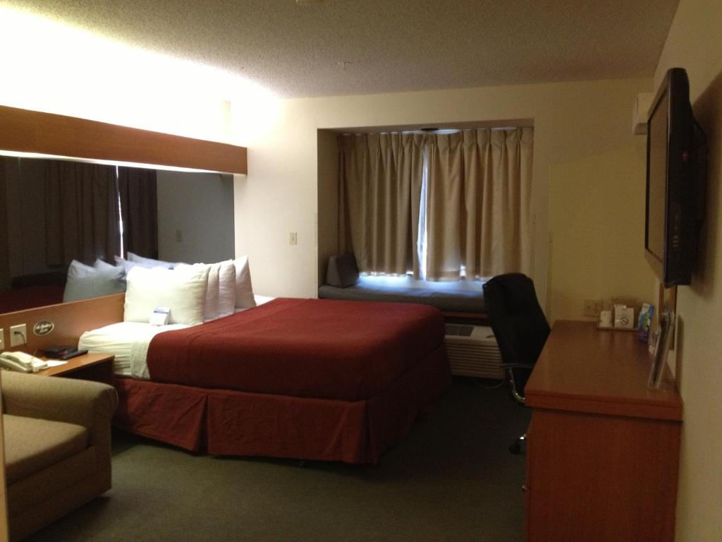 Book Now Microtel Inn By Wyndham Denver (Denver, United States). Rooms Available for all budgets. The pet-friendly Microtel Inn by Wyndham Denver is just outside Denver International Airport and features continental breakfast. The four-story Microtel Inn has 100 rooms with