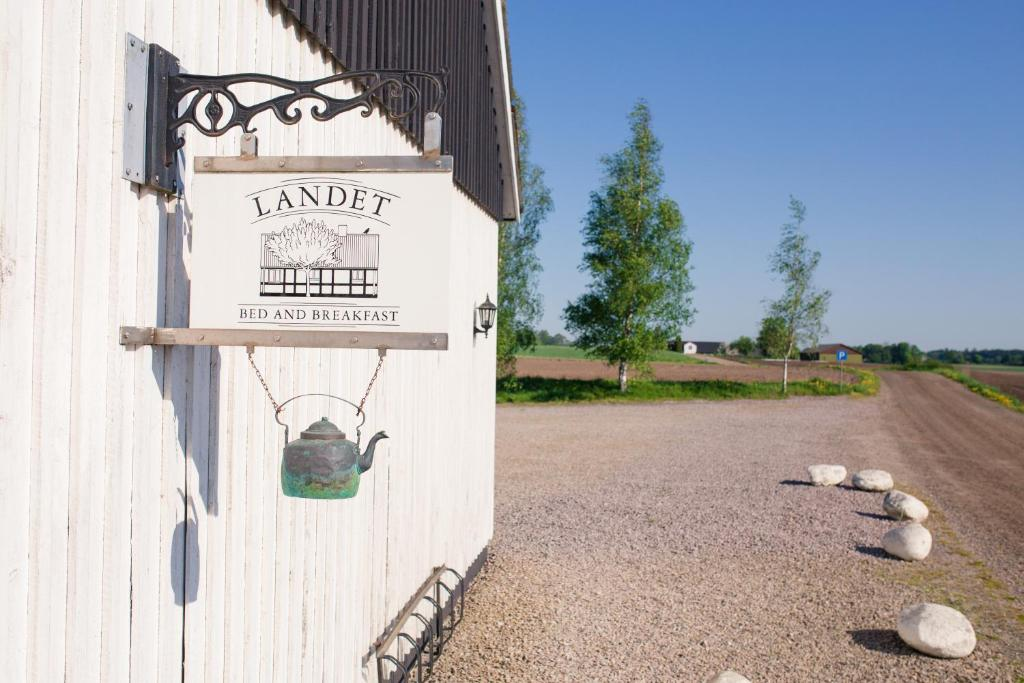 Landet Bed and Breakfast