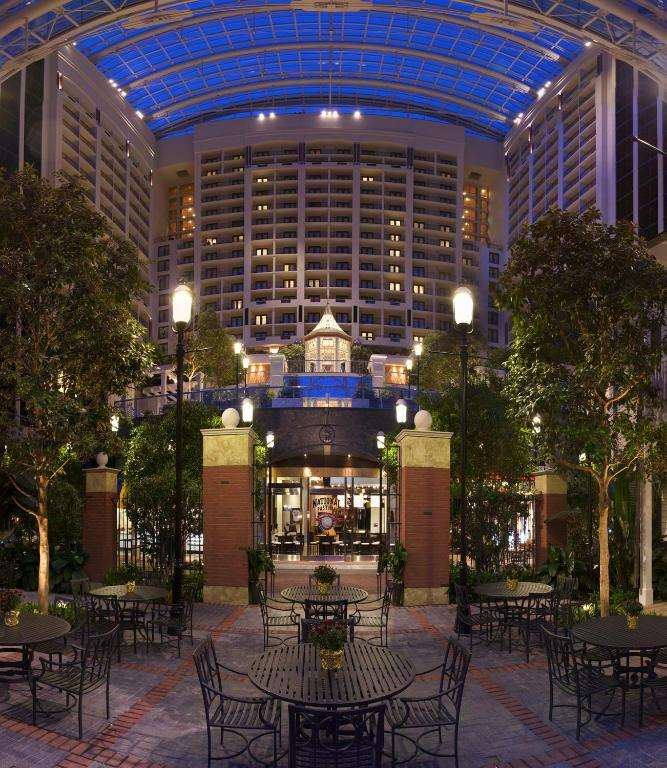 Book Now Gaylord National Resort & Convention Center (Oxon Hill, United States). Rooms Available for all budgets. Adjacent to a shopping mall and featuring its own restaurants spa and fitness facilities the non-smoking Gaylord National Resort & Convention Center is the largest combined ho