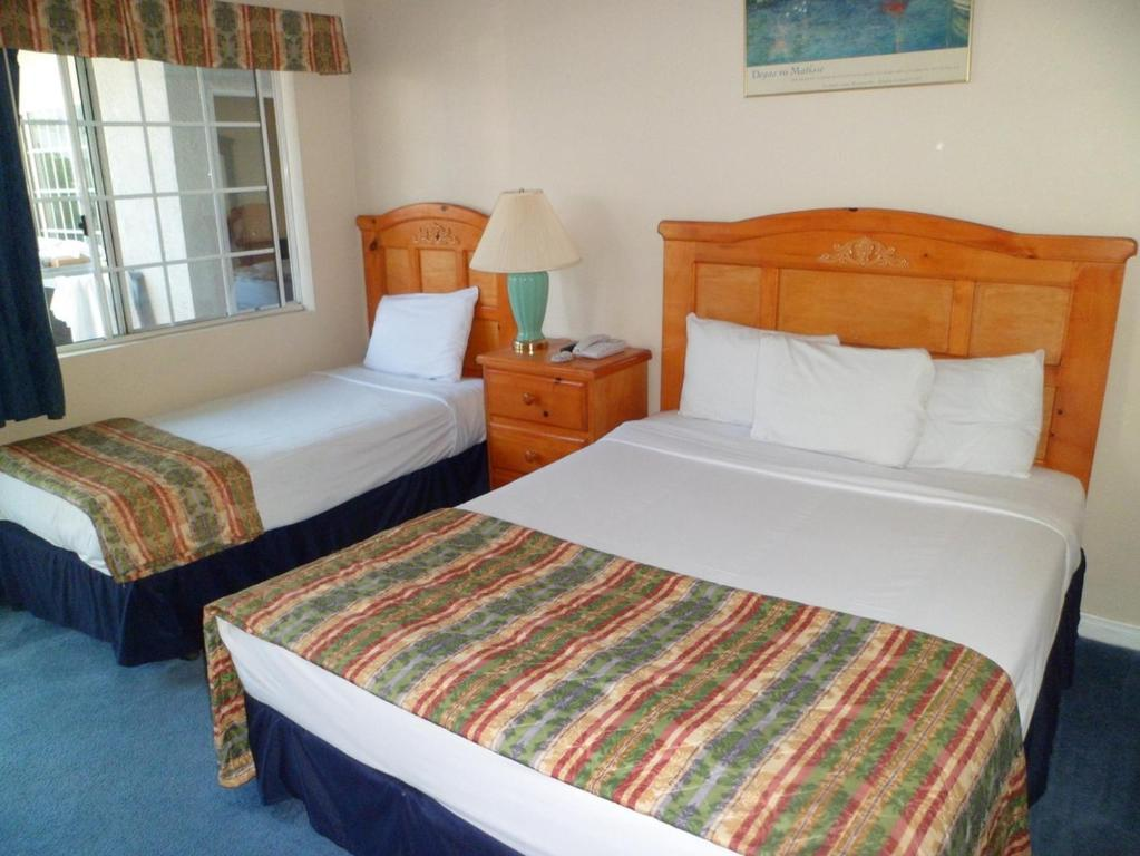 Book Now Ocean Park Inn (Los Angeles, United States). Rooms Available for all budgets. Located 1.5 miles from the Santa Monica Pier this California hotel offers easy access to a number of local attractions. The comfortably furnished guest rooms include free Wi-F