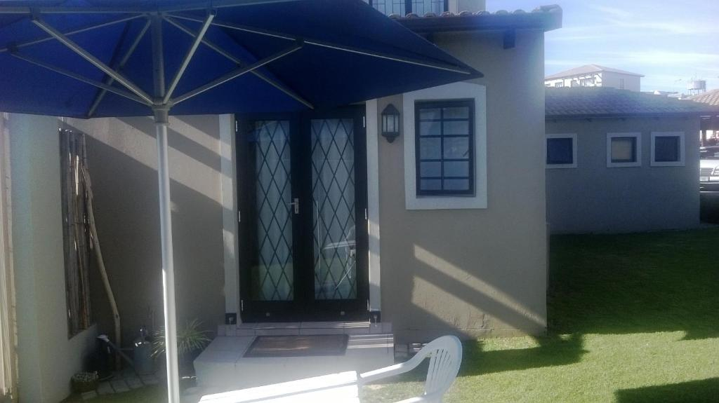 Garden Santini Lace Self Catering Unit