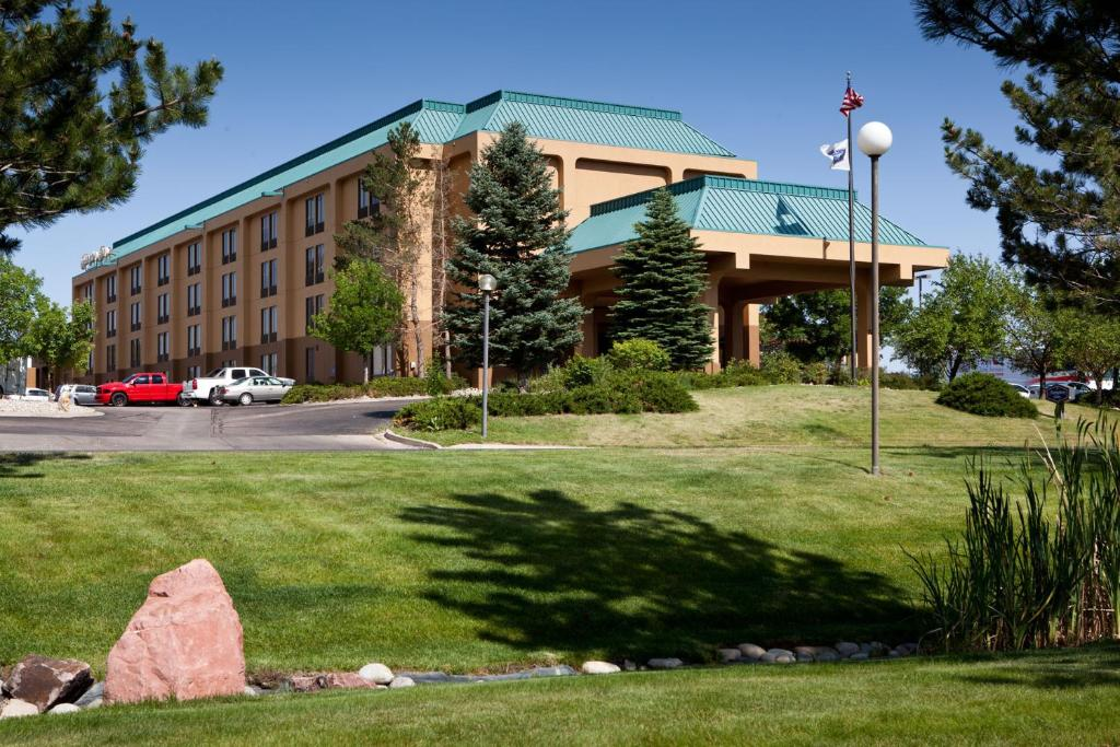 Book Now Hampton Inn Colorado Springs Central Air Force Academy (Colorado Springs, United States). Rooms Available for all budgets. With free breakfast and Wi-Fi an indoor pool and a primo location near the Air Force Academy this non-smoking hotel is one of the most popular in Colorado Springs among our gu