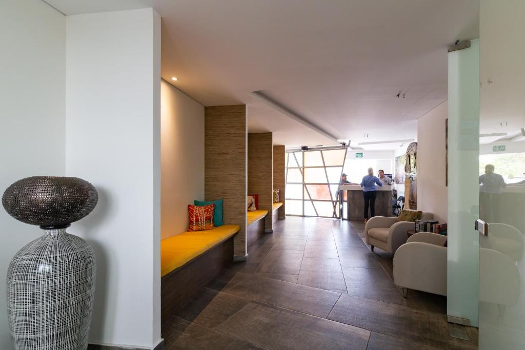 Lobby Calle 38 by Coco Beach Rentals