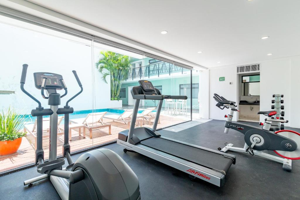 Fitness center Calle 38 by Coco Beach Rentals
