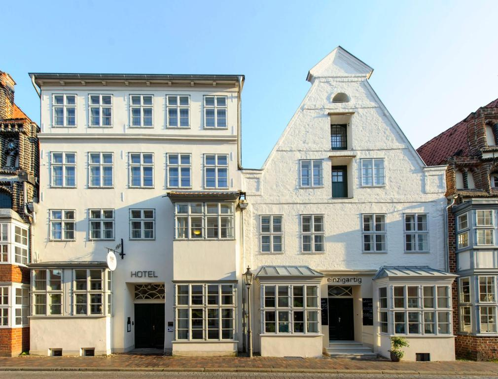 best price on einzigartig das kleine hotel im wasserviertel in luneburg reviews. Black Bedroom Furniture Sets. Home Design Ideas
