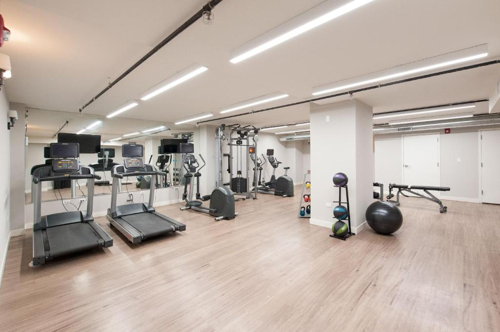 Fitness center The Plymouth Classic Suites by Sonder