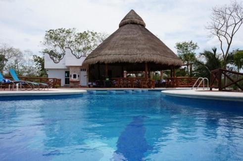 Piscina Hotel & Bungalows REAL MAYAB