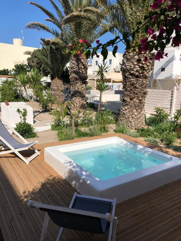 צפו בכל 6 התמונות The Garden House in Oia with hot tub, Caldera Houses