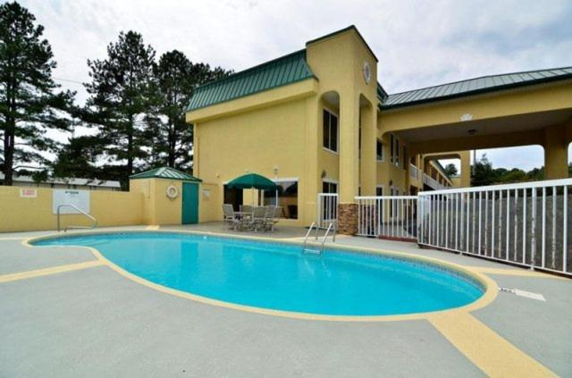 Book Now Best Western Fairwinds Inn (Cullman, United States). Rooms Available for all budgets. Free Wi-Fi and complimentary continental breakfast plus a pool and fitness room attract both families and business travelers to the Best Western Fairwinds Inn which also boast