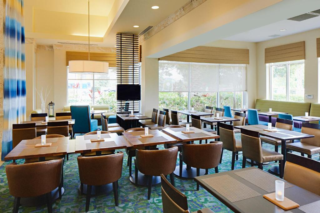 Book Now Hilton Garden Inn Orlando International Drive North (Orlando, United States). Rooms Available for all budgets. Free high-speed internet access complimentary parking and no-fee shuttles to Universal Orlando stretch guests' dollars at Hilton Garden Inn Orlando International Drive North.