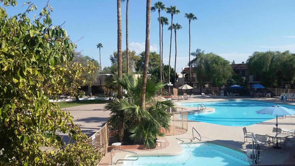 Mesa Golf Inn & Suites