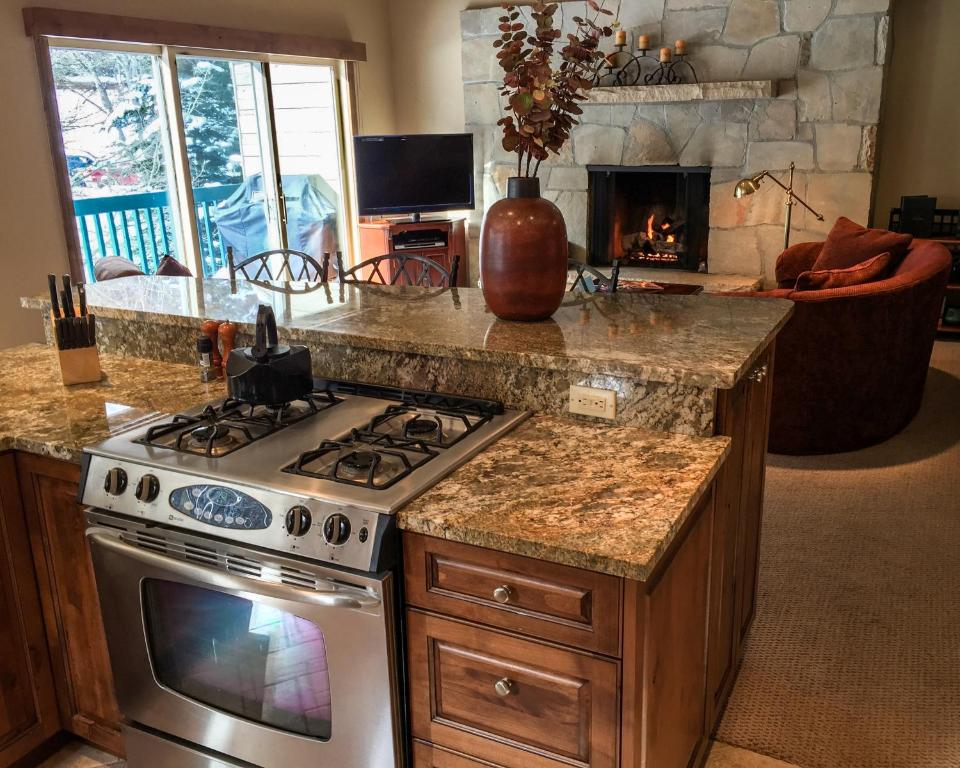Stunning 3 Bedroom East Vail Condo #703. Steps to the Shuttle.